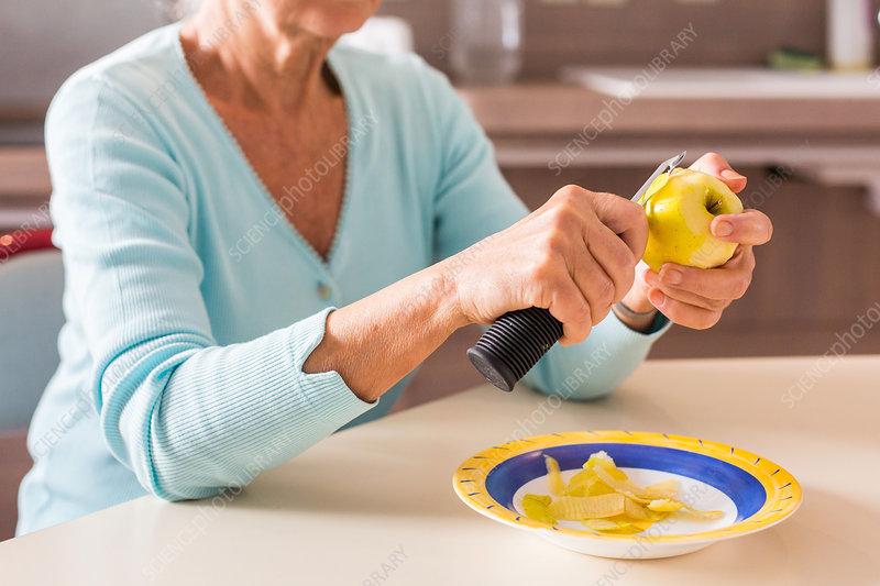 Woman using an ergonomic knife