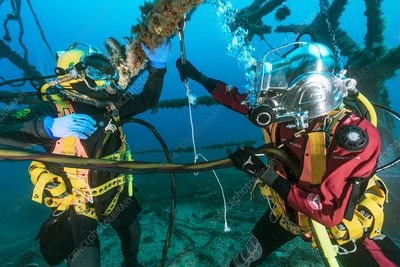 Underwater inspection by industrial divers