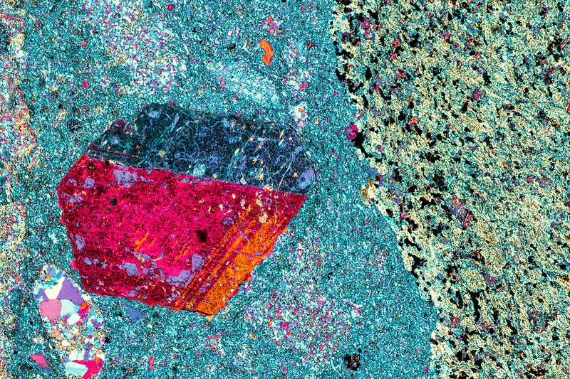 Agglomerate rock, polarised LM