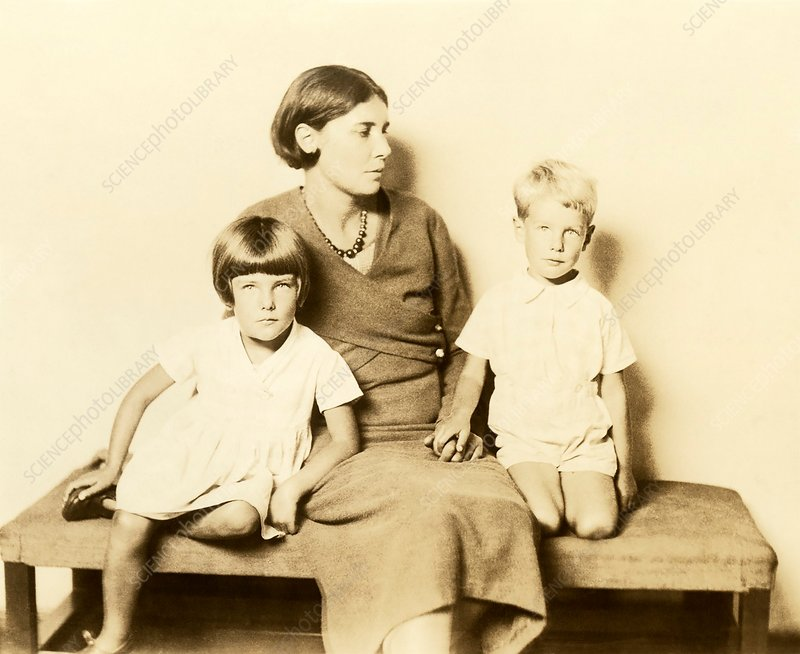 Winifred May de Kok and her children