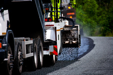 Spreading chippings during road resurfacing