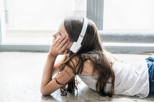 10 years old child listening music
