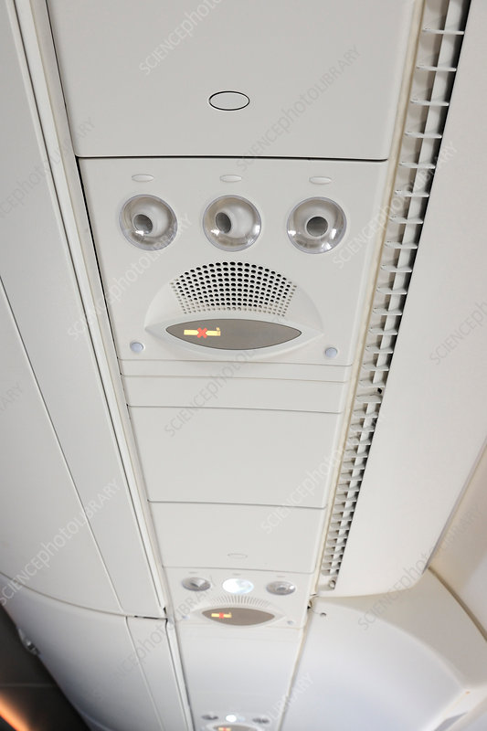 Aircraft cabin overhead panel