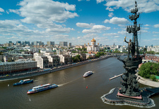 Moscow riverboats and Peter the Great Statue