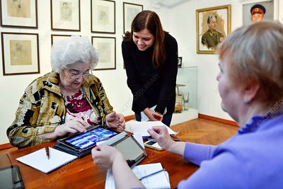 Tablet computer training for the elderly, Russia