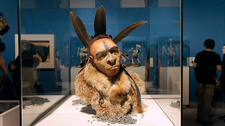 Feathered Neanderthal, museum display