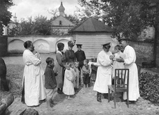 Vaccinating children, Eastern Front, First World War