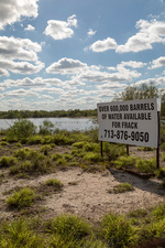 Ranch offering water for fracking, Texas, USA