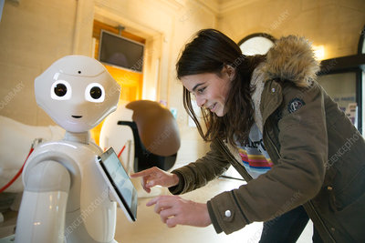 Pepper, a welcome robot in Paris