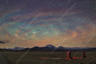 Banded airglow due to atmospheric gravity waves