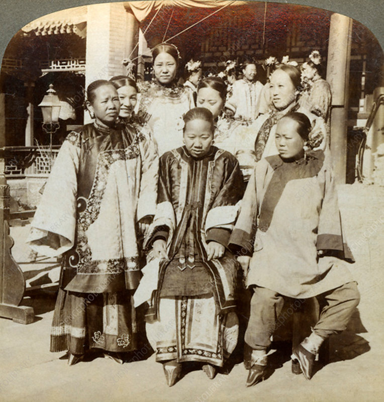 Courtyard of a wealthy Chinese house, Peking, China, 1902
