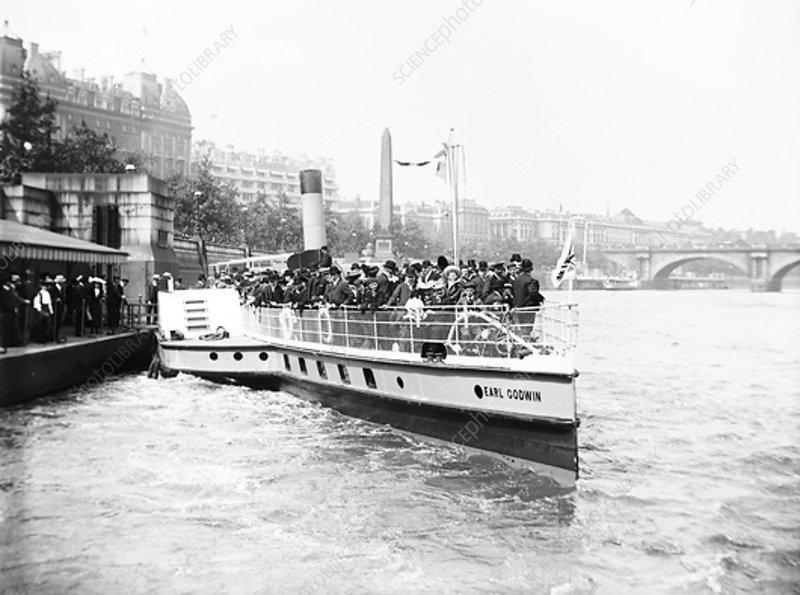 Passengers boarding the steamer 'Earl Godwin, London, c1905