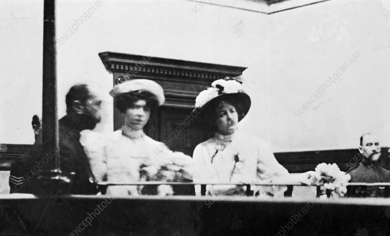 Mary Leigh and Edith New in the dock, 1908