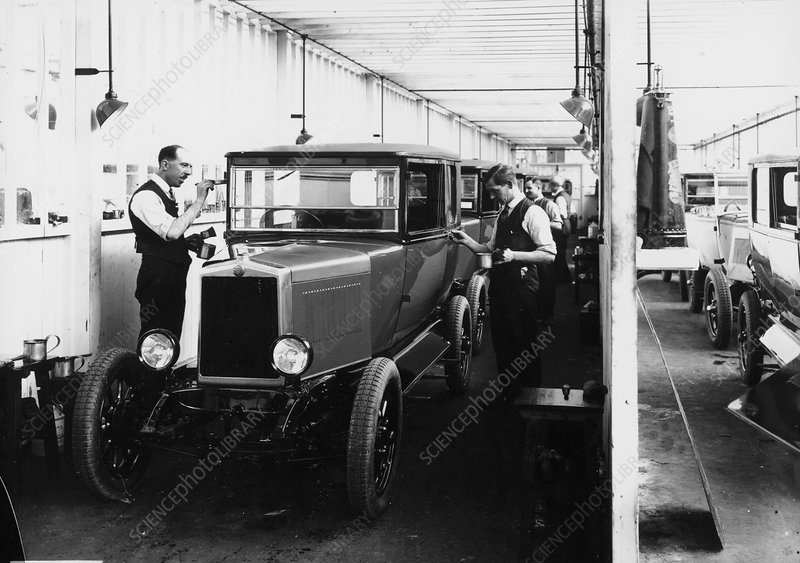 1928 Morris Cowley Saloon Paint Shop, c1928