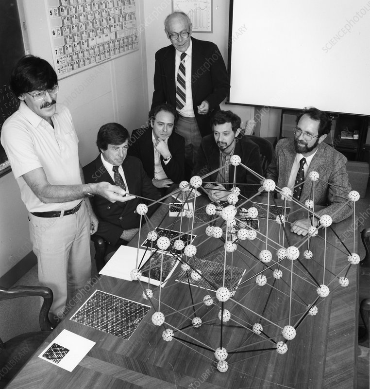 Discovery of quasicrystals, 1985