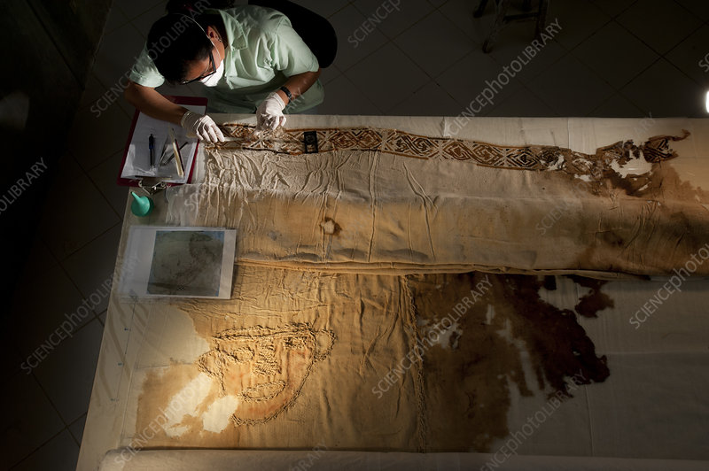Restoring artefacts from the Lady of Cao's tomb