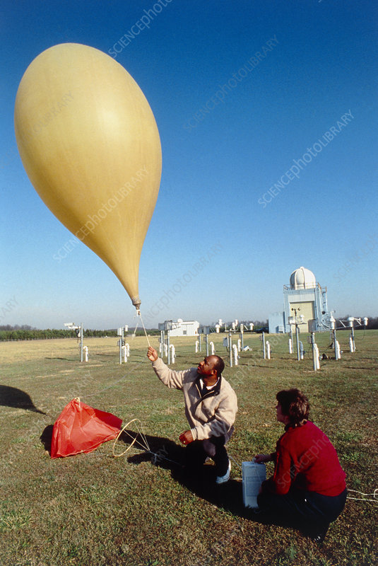 Launch of a weather balloon - Stock Image - E180/0255