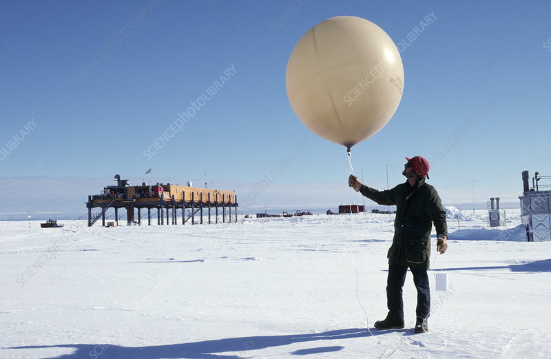 Weather balloon launch - Stock Image - E180/0418 - Science
