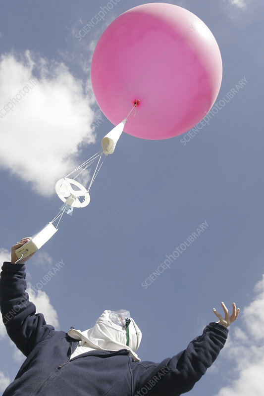 Weather balloon launch - Stock Image - E180/0507 - Science