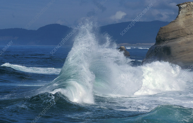 Waves on the Pacific coast of Oregon