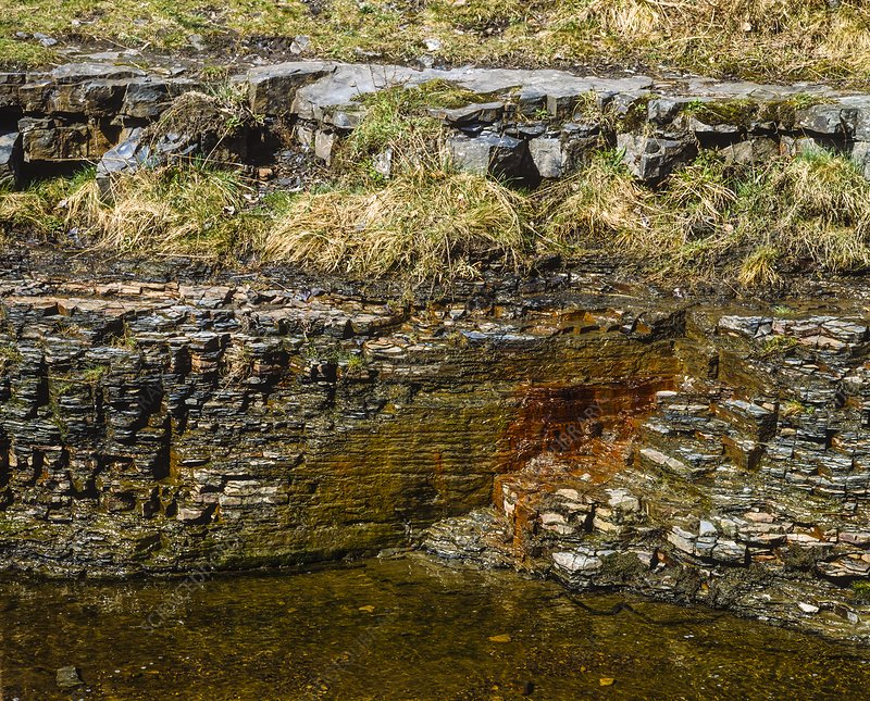 Shale rocks with iron oxide leaching
