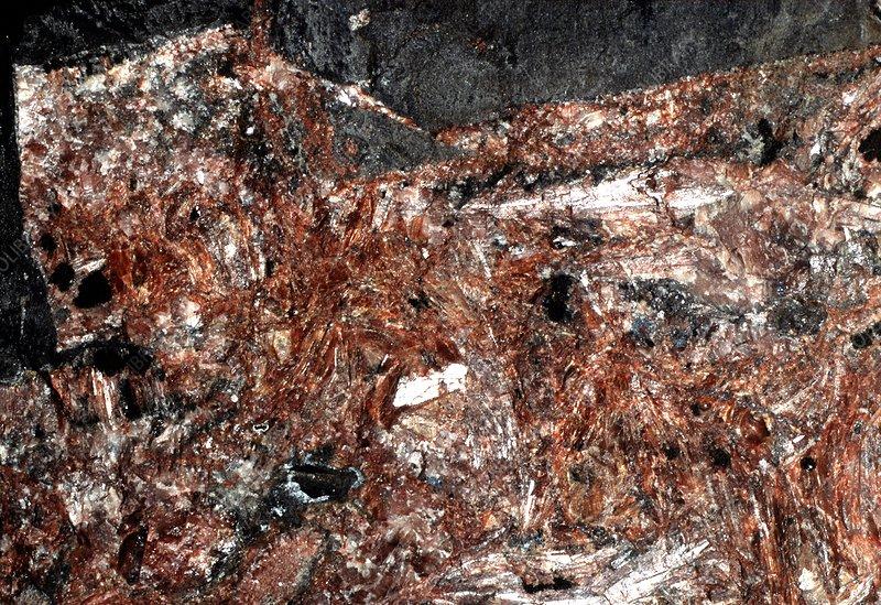 Roca bauxita, aluminio