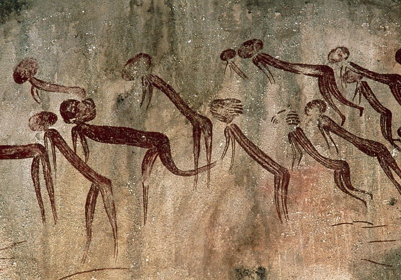 Cave painting: Kolo figures with head-dresses