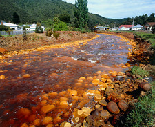 Queen River polluted from copper mining, Tasmania