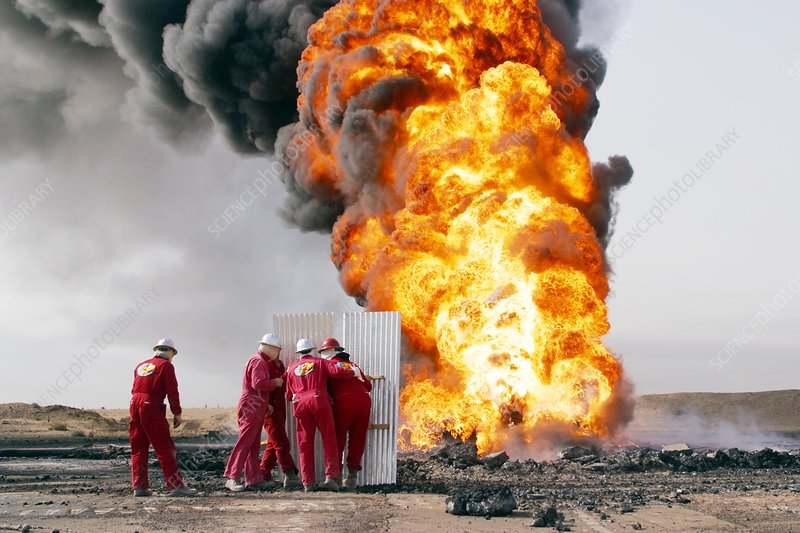 Fighting Iraqi oil well fires