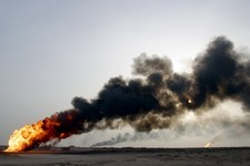 Oil well fires, Iraq, 2003