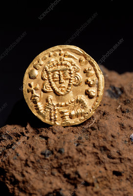 8th-century gold coin
