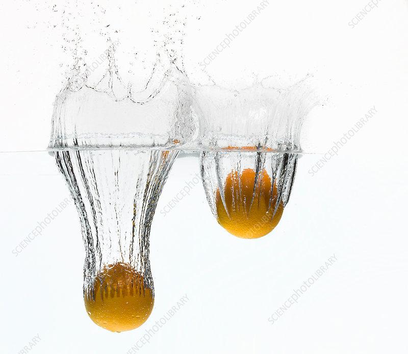 Lemons splashing in water