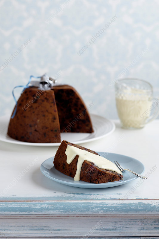 Plum pudding with cream