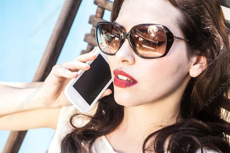 thick-brunettes-on-cell-phones