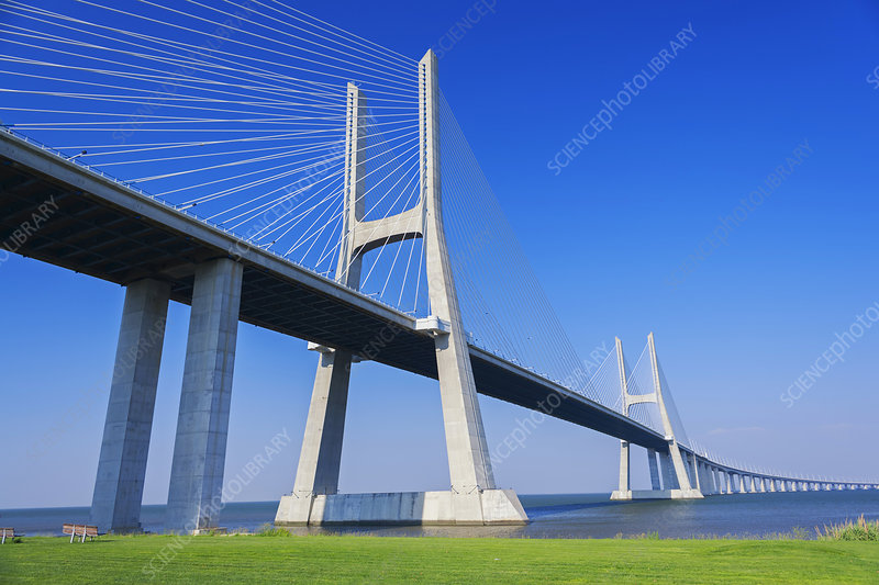 F0103443-Vasco_da_Gama_Bridge,_Lisbon,_Portugal.jpg