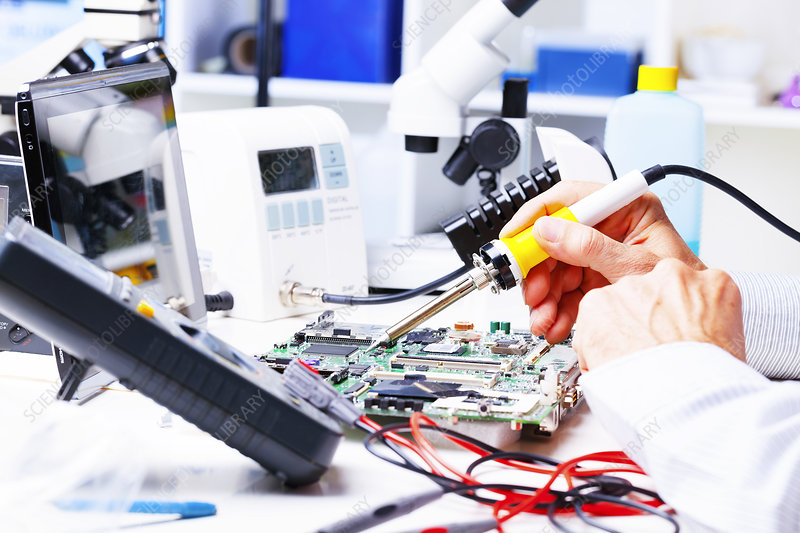 Soldering equipment and circuit board