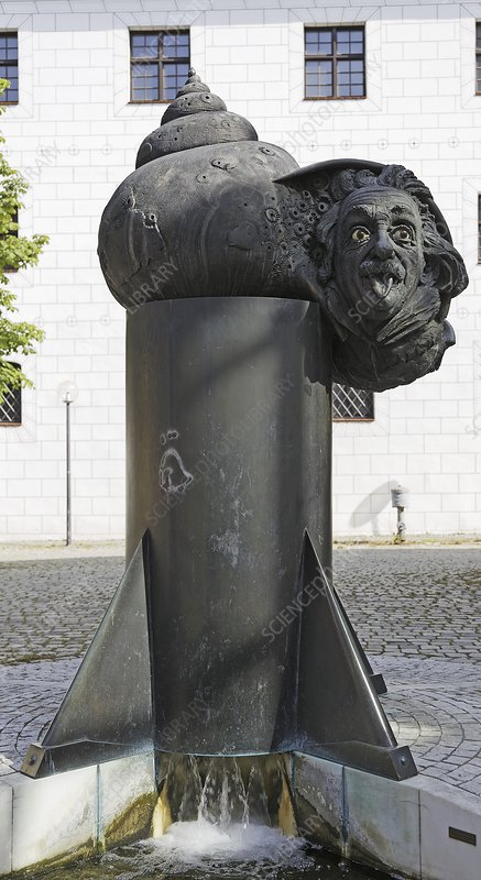 Albert Einstein, bronze fountain, Ulm
