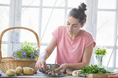 Young woman preparing snails