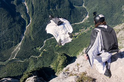BASE jumper, Italy