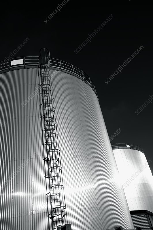 Oil storage tower