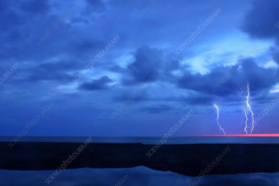 A lightning storm over the ocean, Forks of light emerging