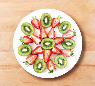 Kiwis and strawberries on plate