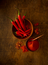 Fresh red chillies and powder