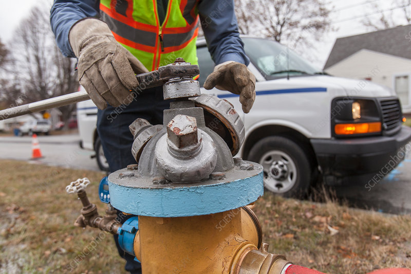 Shutting fire hydrant to flush water pipes
