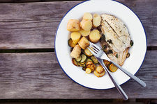 Grilled mackerel with vegetables and potatoes
