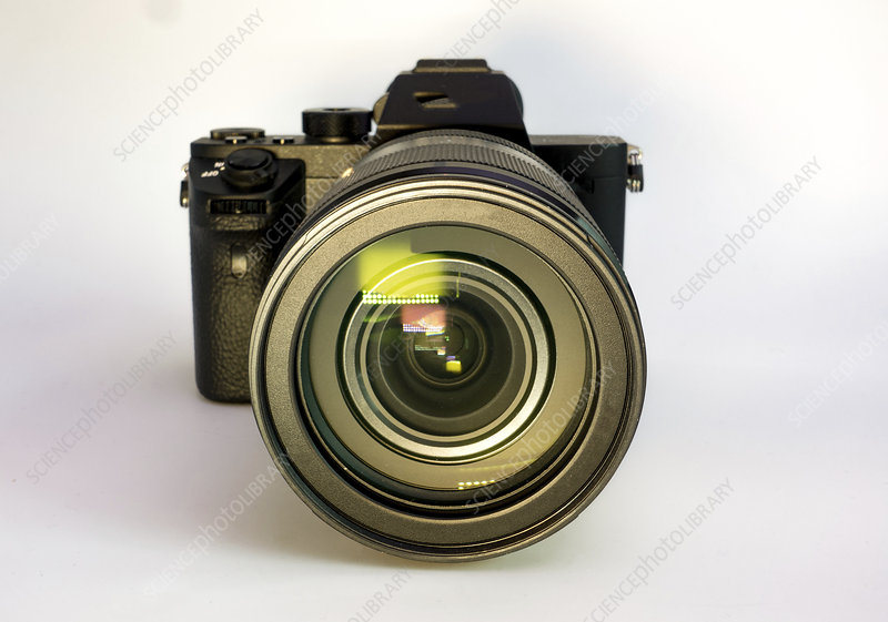 Digital mirrorless camera with zoom lens