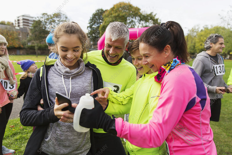 Family runners with smart phone