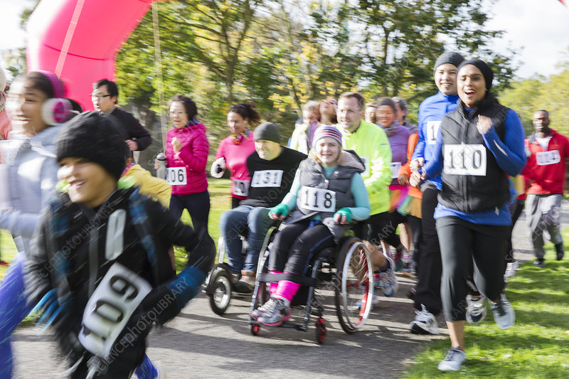 Runners and people in wheelchairs