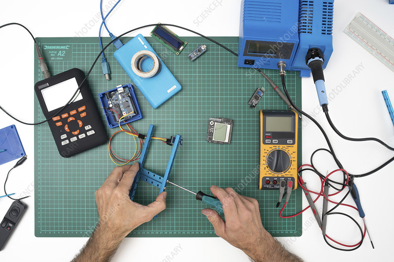 Assembling electronic device