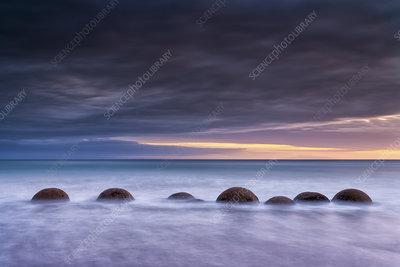 Moeraki Boulder, Kaihinaki on Koekohe Beach, New Zealand